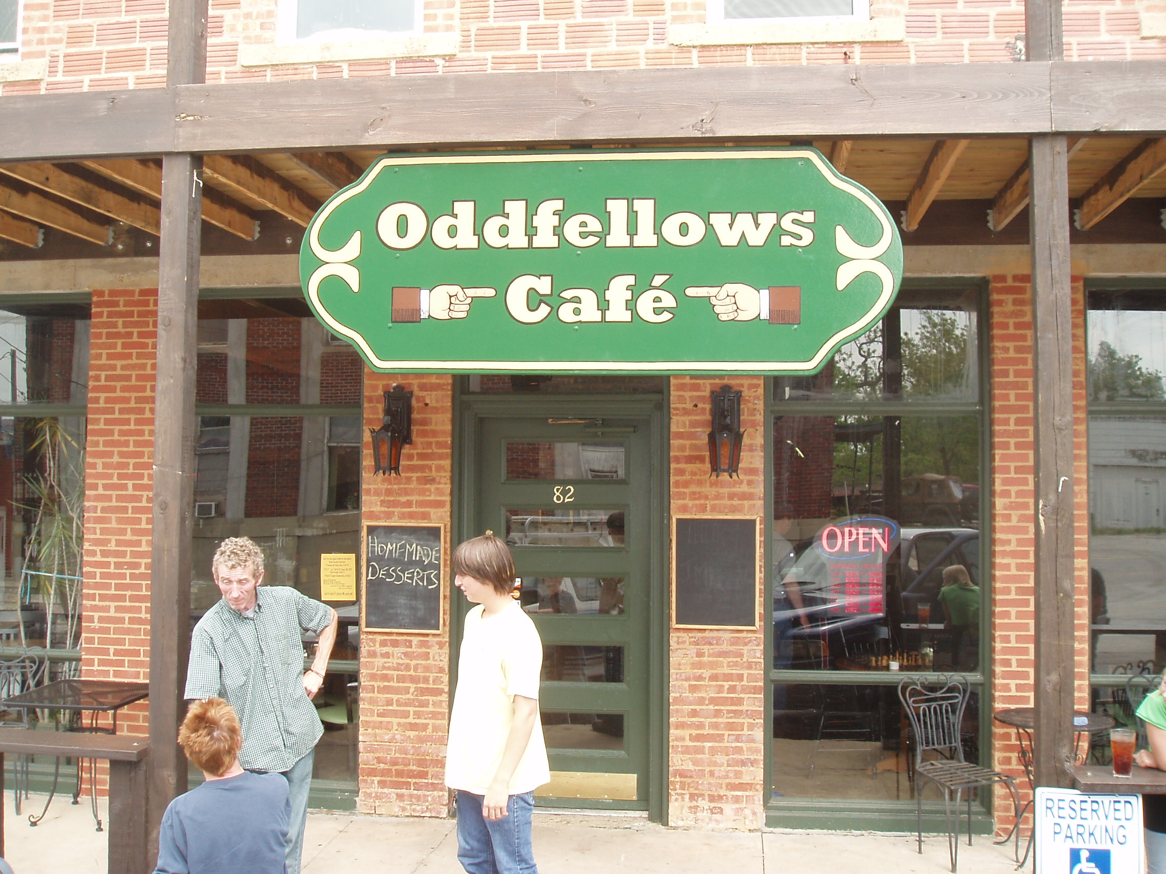Hand Painted Signs_fairgrove_oddfellows cafe.JPG