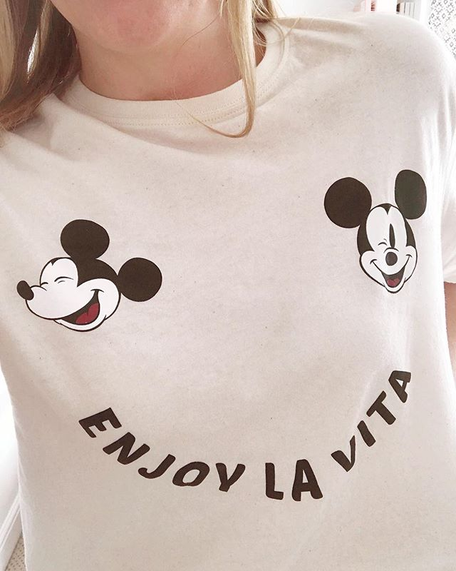 ✱ Doin just what my Disney tee is telling me to do and enjoying my Friday la vita in the office this morning✨ I've always been a big Disney fan as long as I can remember. Since about the age of 5, I was forever doodling Disney characters and I always told people at school that I would become an animator in one of their films 🙈 (that dream job hasn't quite happened just yet but there's still time right?) Not sure my little animations would quite make the cut, but it's still important to push yourself and learn new techniques and software. Something you have to do in order to grow and develop your craft. I'm excited to get stuck into some more GIF designs today. I hope you all have a lovely Friday whatever you're up to ✨