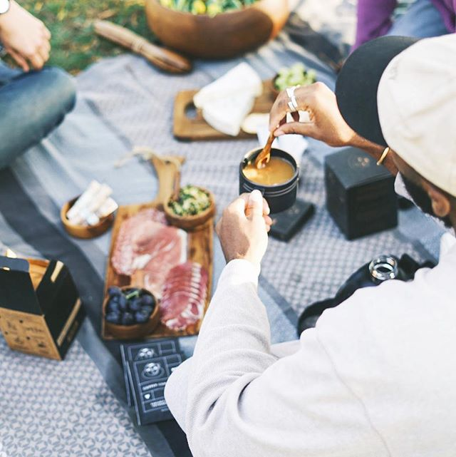 It's still picnic weather in Lala Land ☕️☀️