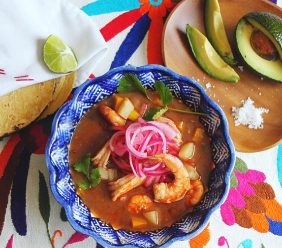 Warm up your Friday with this easy and delicious 🇲🇽 Shrimp Stew {Caldo de Camarón} with our Ancho Chile & Tamarind Sauce. . . ☑️Recipe at salsaology.com