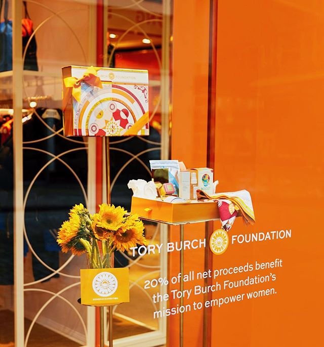 We are so happy to be a featured product at the @toryburchfoundation pop-up in NYC! Take a glimpse into the pop-up and read more about it on our IG story! 🌟 #teadrops #embraceambition