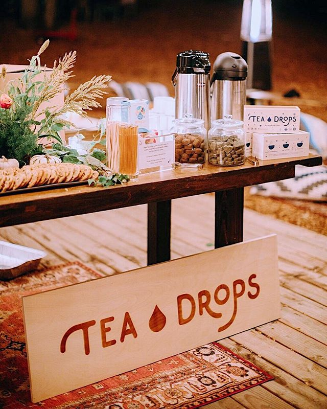 Still digging our tea set up from @doyenne's The Feast 😍 Read more about Doyenne and their event on our blog. Be sure to keep your eyes peeled for more sightings of Tea Drops at events out in the community! #teadrops #linkinbio