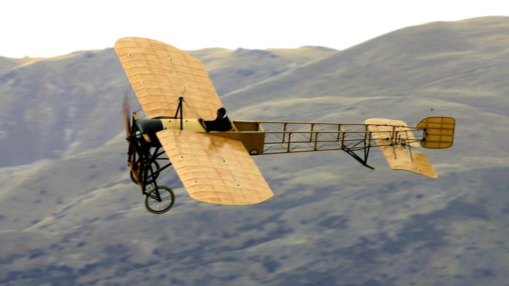 http _cdn.cnn.com_cnnnext_dam_assets_160727135306-iconic-aircraft-bleriot-xi-57341758.jpg