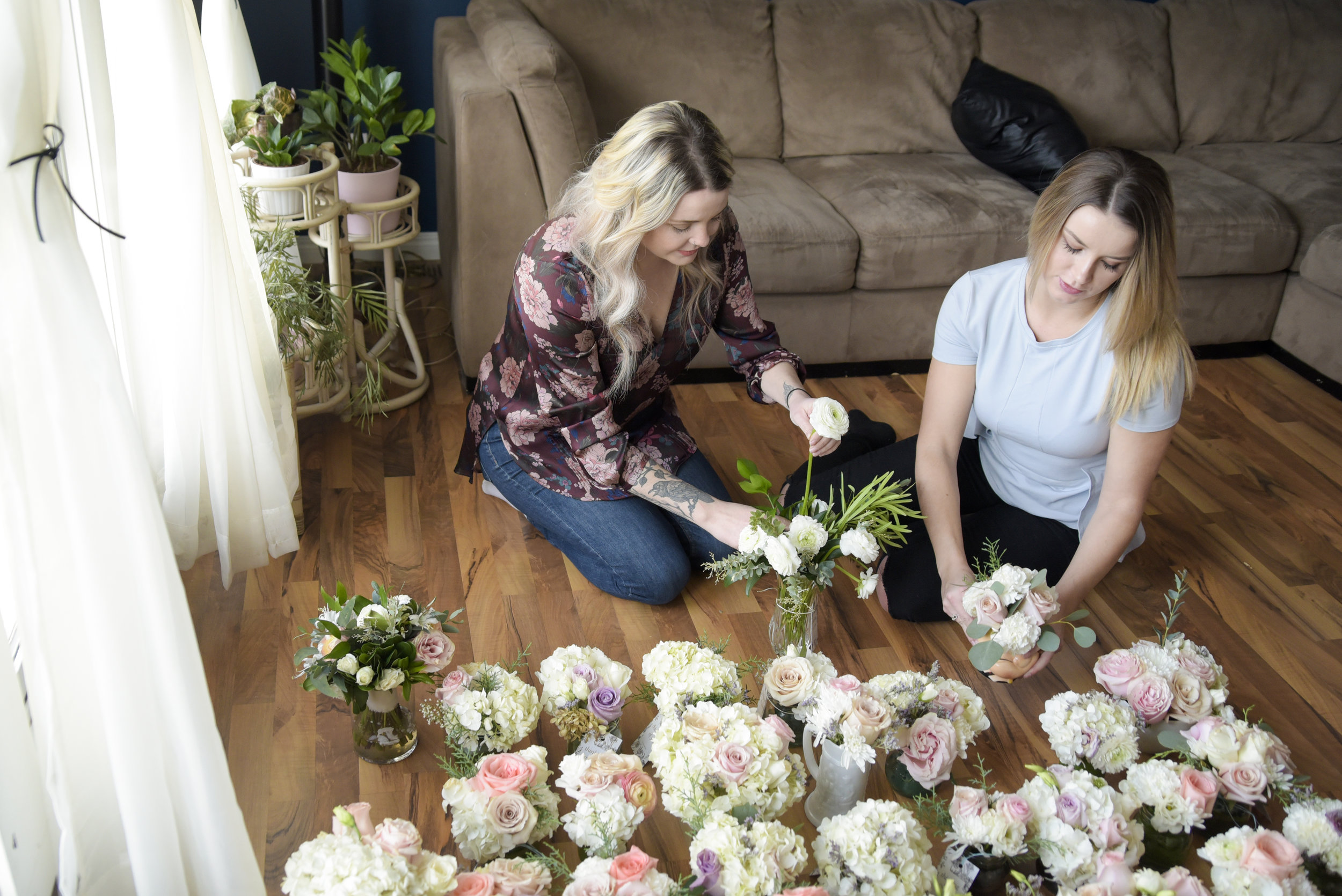 Photo: ELIZABETH CAMERON  Kendahl Cowan (L) and Kaitlyn Kanygin arrange bouquets that will be delivered to a senior's home in Calgary.
