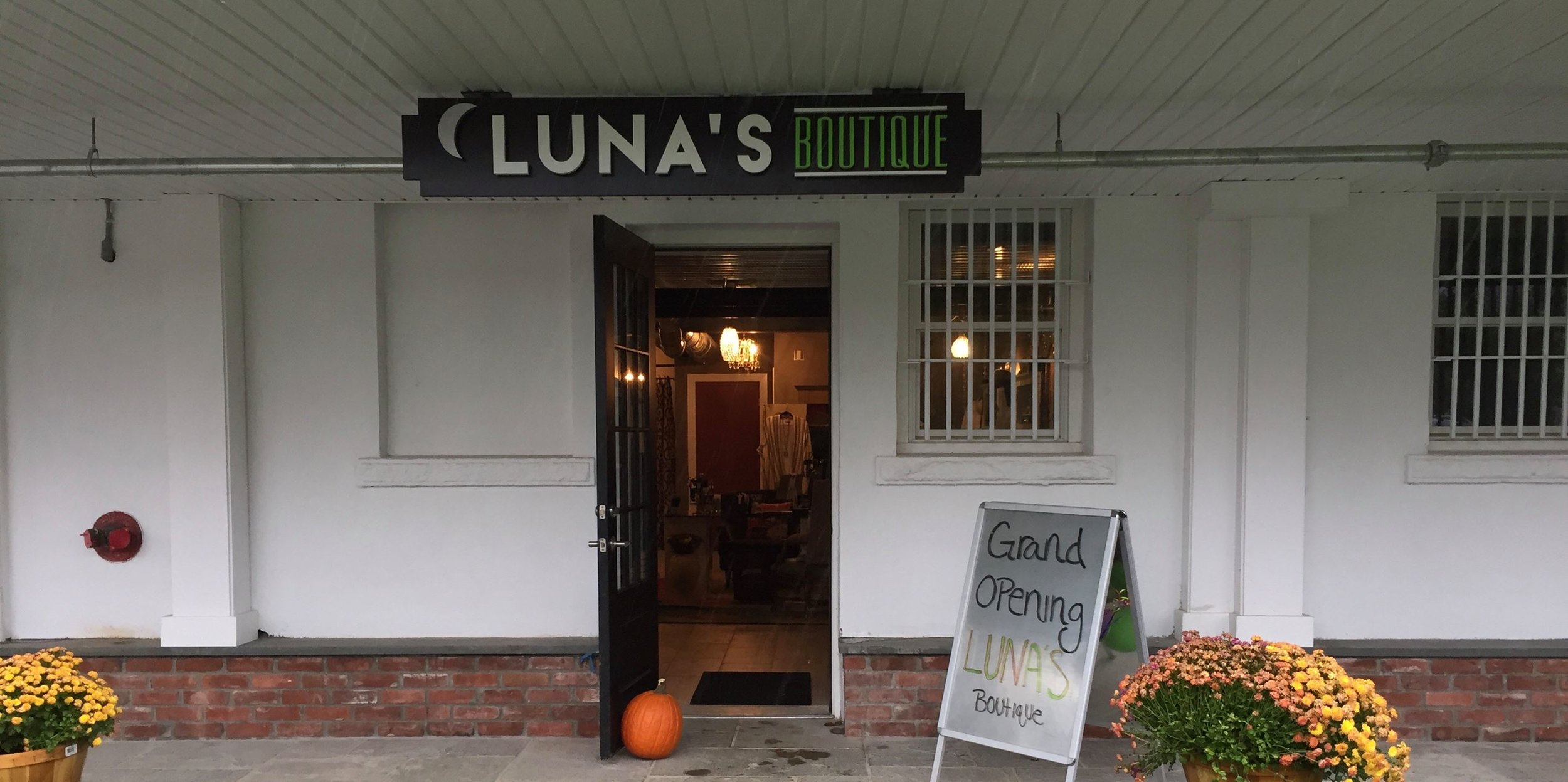 Lunas-boutique.jpg