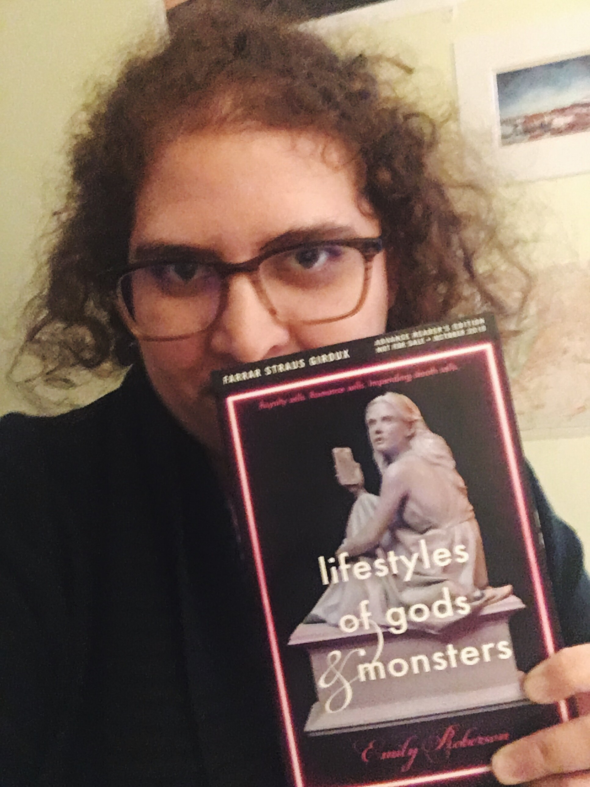 It's a #selfiewithbooks, please focus on the pretty book and not my sleepy face!
