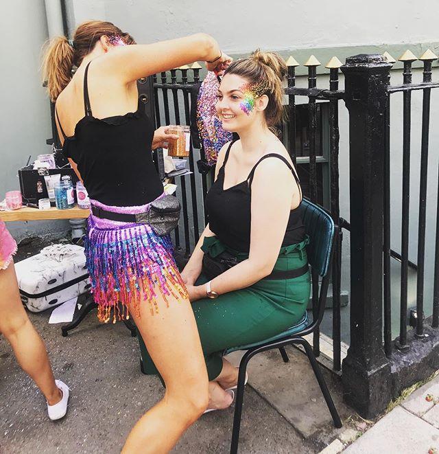 Brighton Pride Glittering!! #pride🌈 #glitterdolls #glitterdollsuk #brightonpride #rainbowglitter #brightonbaby #glitterfest #glitterbaby #glittermad #faceglitter #bodyglitter