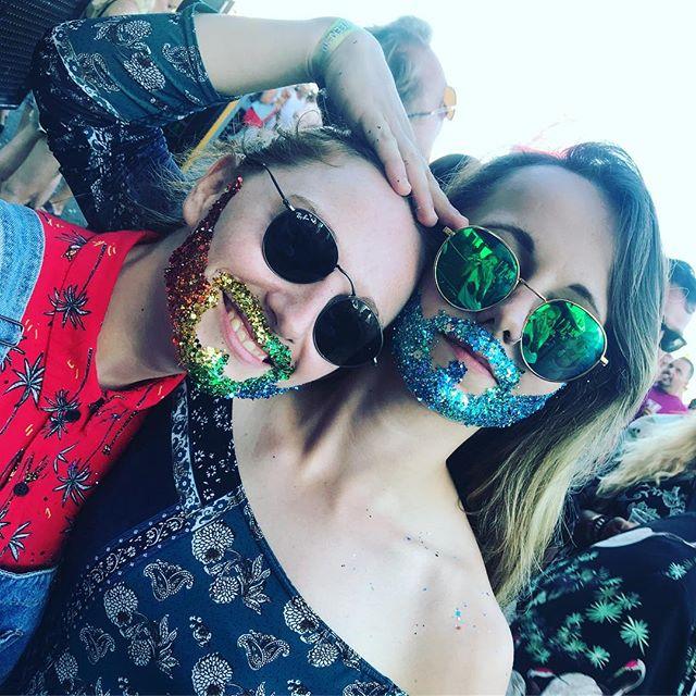 Everything goes at Pride #pride🌈 #glitterdolls #glitterdollsuk #brightonpride #rainbowglitter #brightonbaby #glitterfest #glitterbaby #glittermad #faceglitter #bodyglitter #girlswithbeards #glitterbeards #rainbowbeard