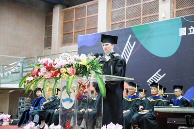 IBMBA105級畢業生高安德代表國際生致詞