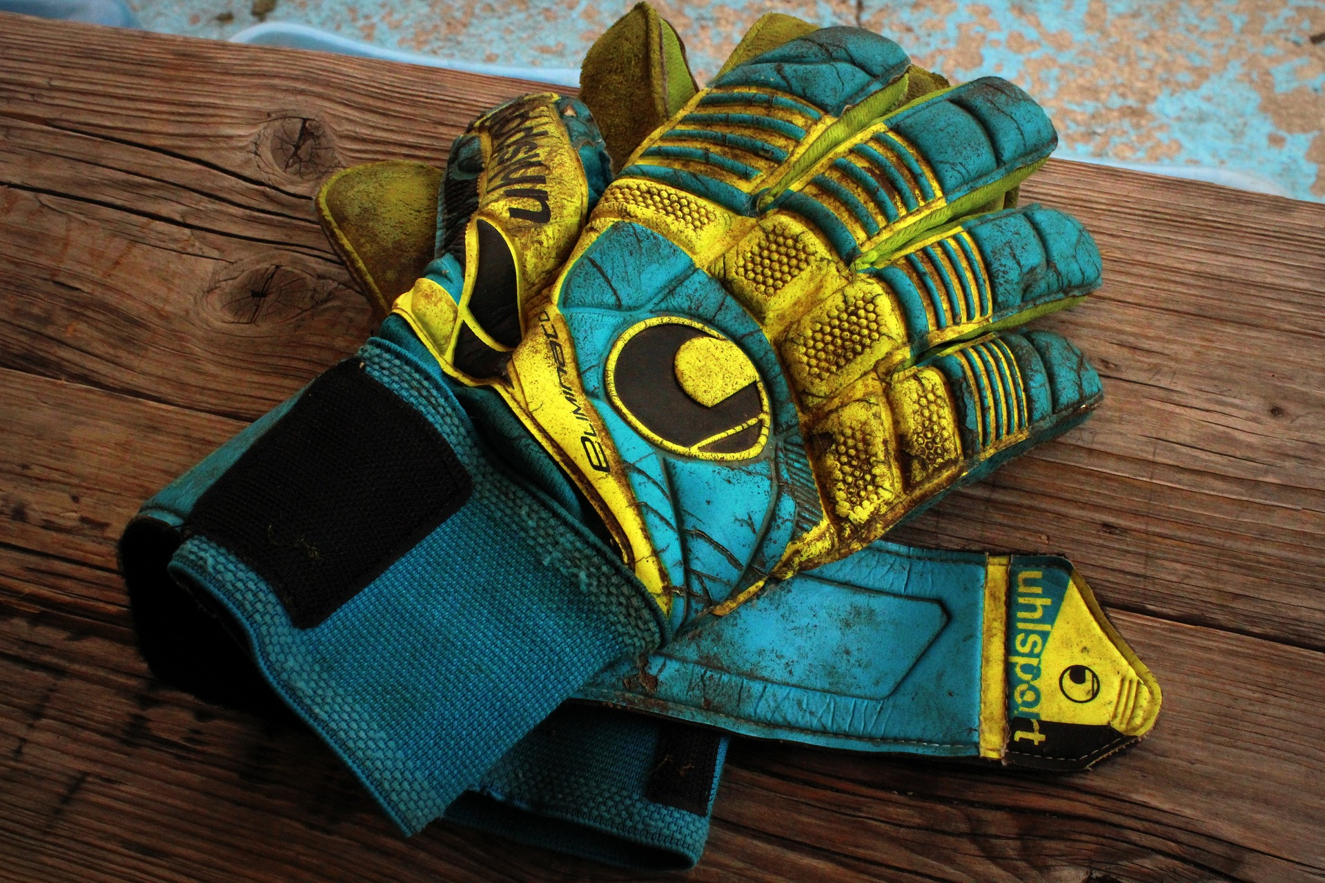 HOW TO WASH GOALKEEPER GLOVES -
