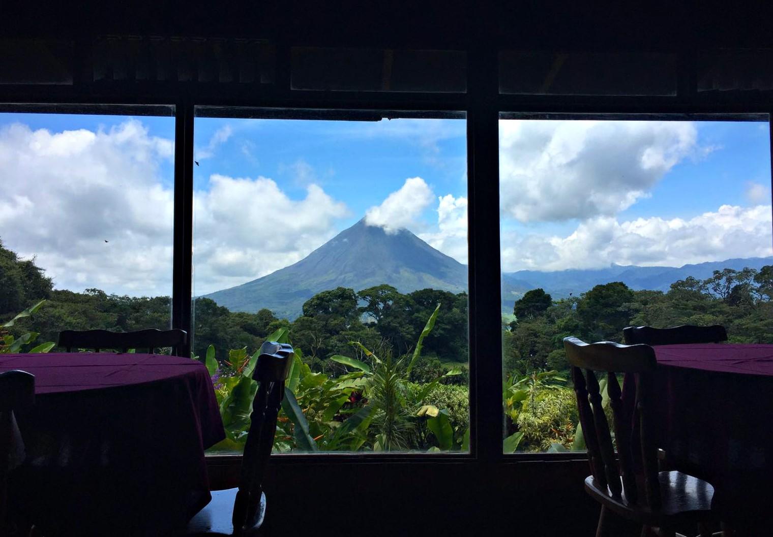 arenal_volcano_costarica.jpg