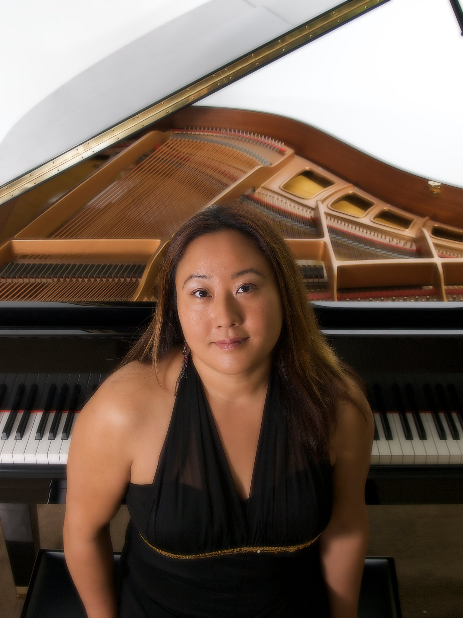Liko was born in Osaka, Japan, where she begun her piano study at age 3. Liko performed as a soloist with a symphony orchestra several times at her teenage years while studying with Reiko Matsuzaki, an internationally acclaimed pianist. Liko moved to Ottawa in 2000, and has been busy piano accompanying hundreds of strings and wind instrument students for their exams, recitals and competitions in Ottawa and many other cities in Ontario and Quebec.