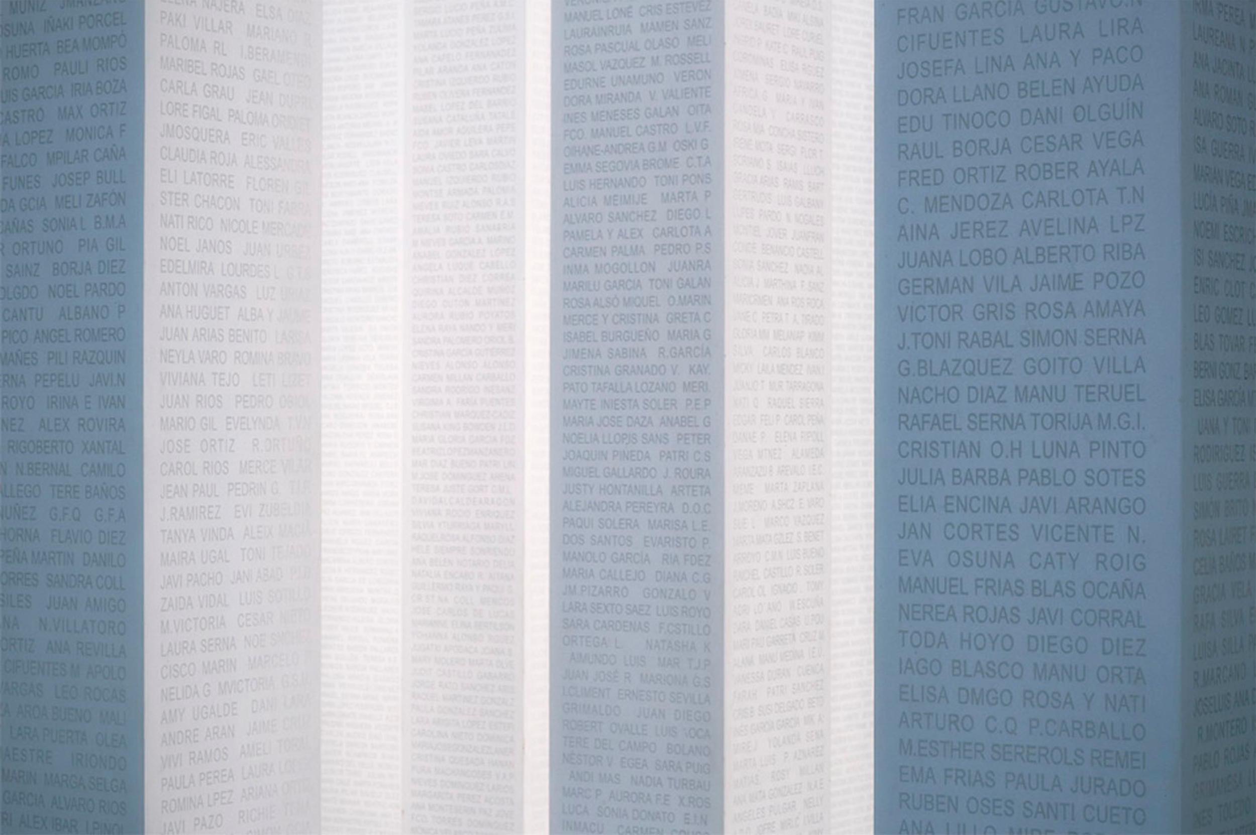 Fifty thousand people participated spreading the news about the vaccine. The name of each one of them got engraved in the monument.