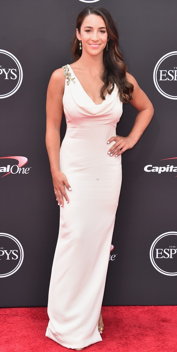 aly-raisman-and-140-survivors-of-larry-nassars-abuse-receive-courage-award-at-espys-2018-06.jpg