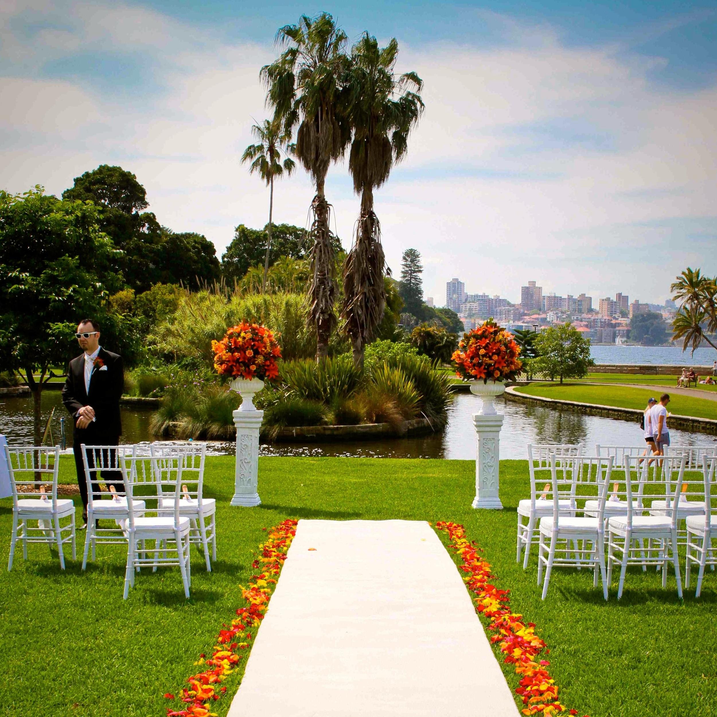 white_aisle_runner_sydney_royal_botanical_gardens_weddings.jpg