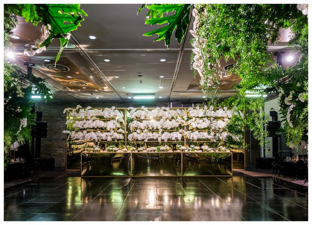 Waterview - Entire Venue - Customised gold bridal table and backdrop with planter boxes - Image 1.jpg