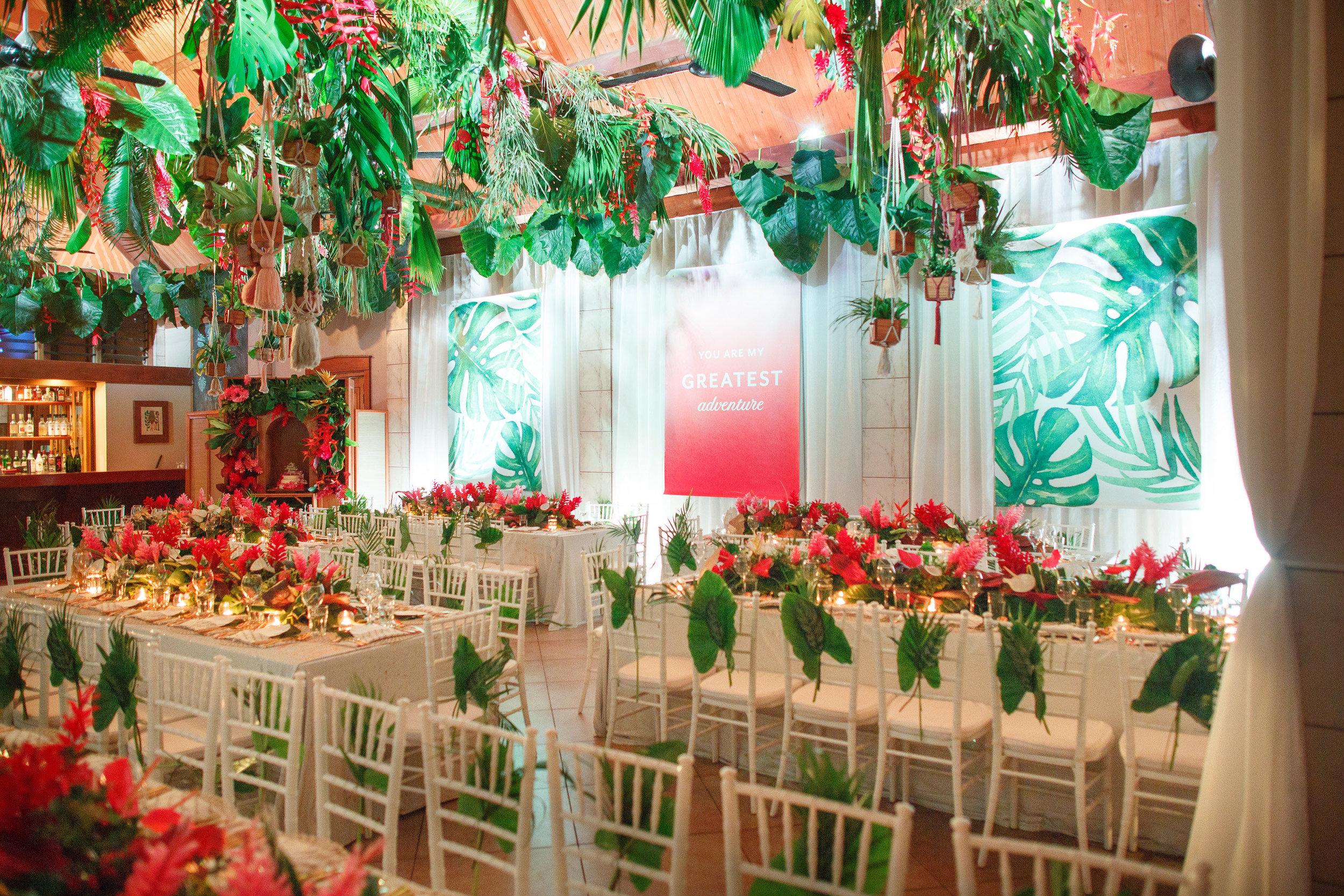 Fiji_destination_wedding_centrepiece_fresh_flowers_charger_plate_gold_cutlery_tiffany_chairs_tropical.jpg