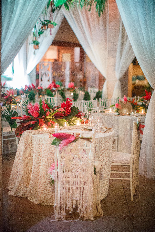 Fiji_destination_wedding_centrepiece_tropical_bridal_table_luxury_linen_draping.jpg