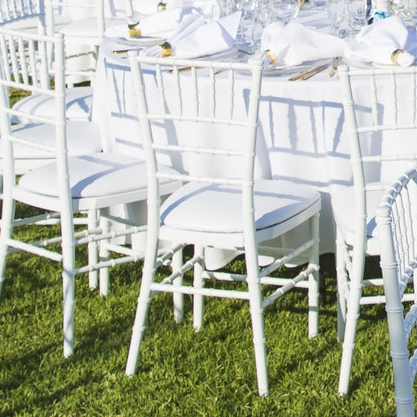 white_tiffany_chairs_outdoor_wedding.jpg