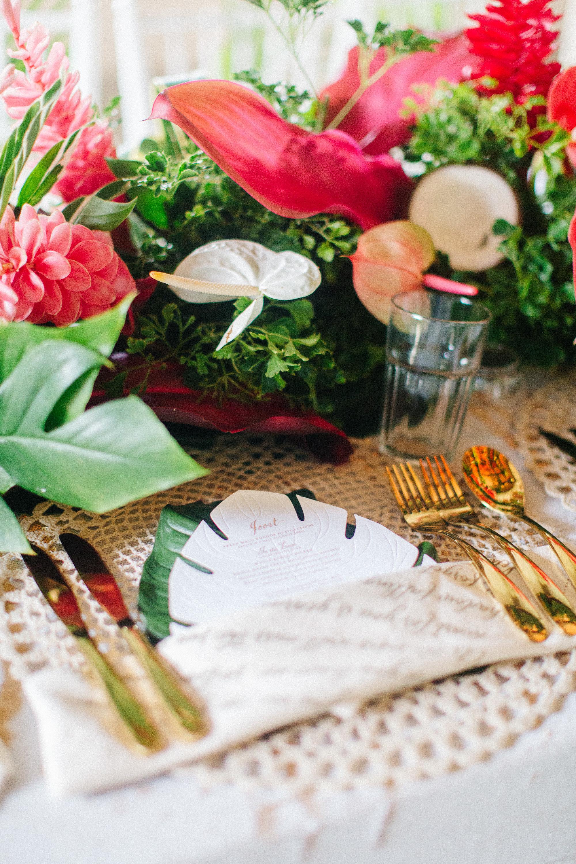 destination_fiji_wedding_tropical_flowers_centrepiece_gold_cutlery.jpg