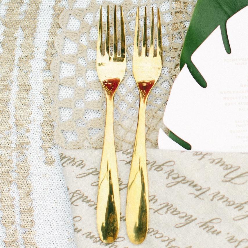 destination_wedding_fiji_gold_cutlery_macrame_placemat.jpg