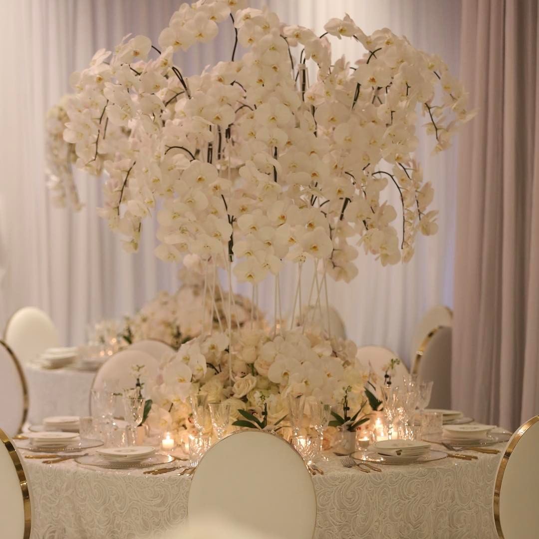 le_montage_white_wedding_orchids_centrepiece_luxury_linen_luxury.JPG