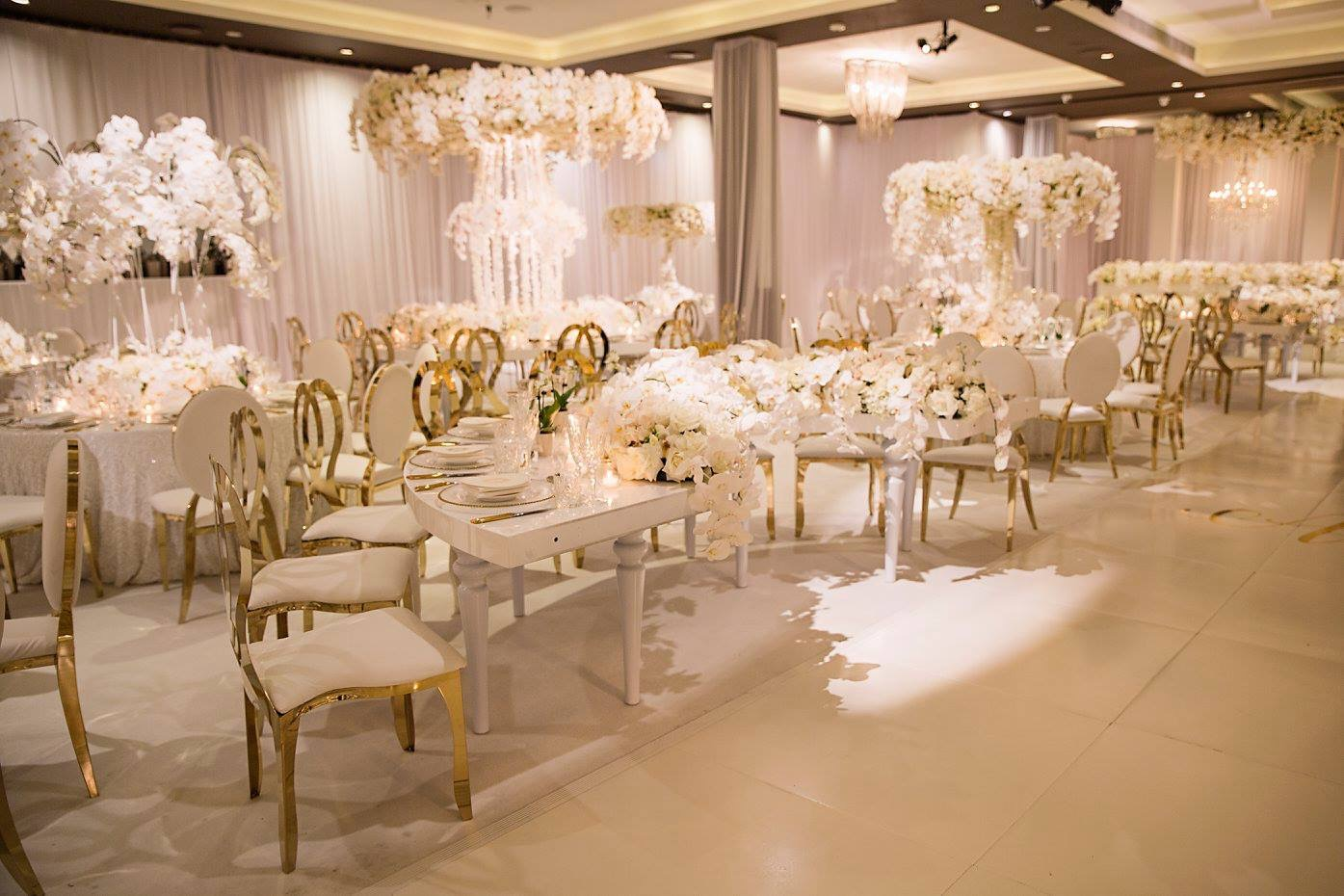 le_montage_luxury_all_white_wedding_linen_gold_chairs_centrepieces.JPG