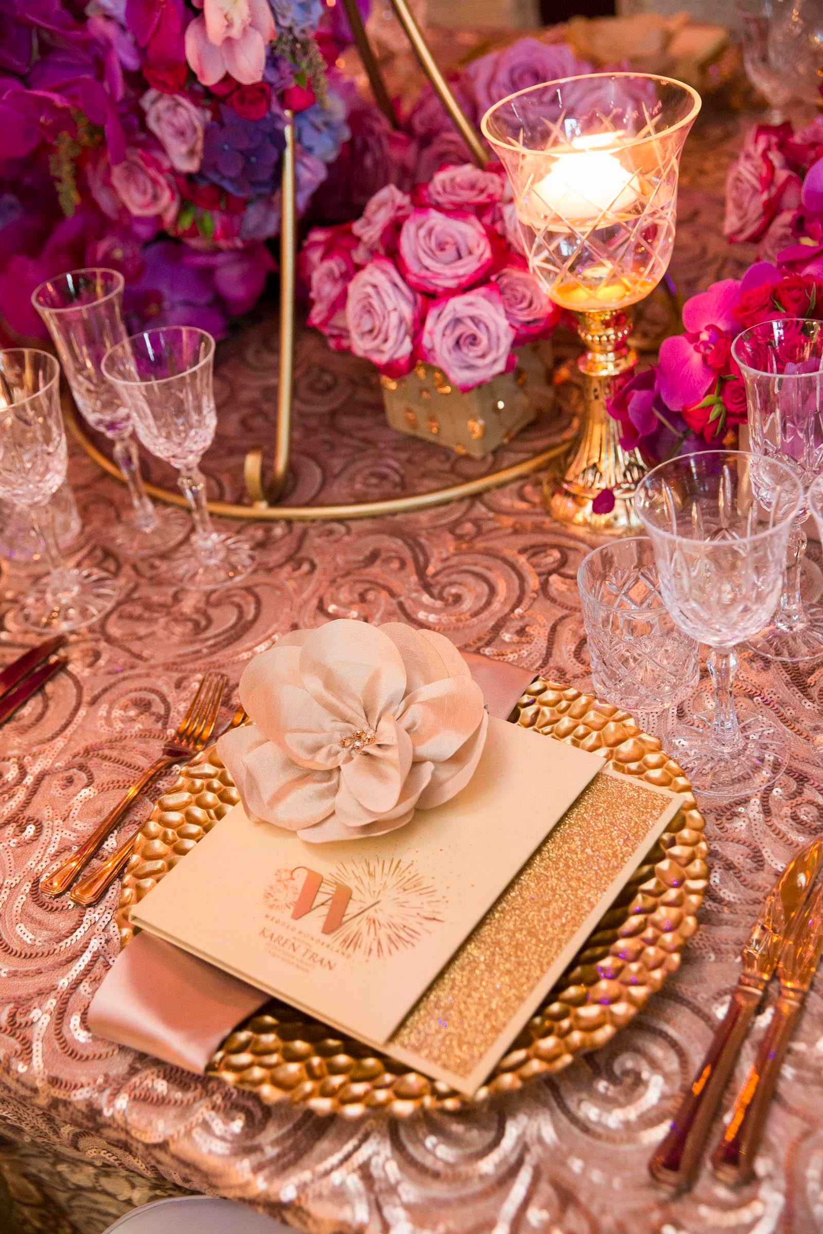 karen_tran_sydney_luxury_place_setting_charger+plate_linen_crystal.jpg