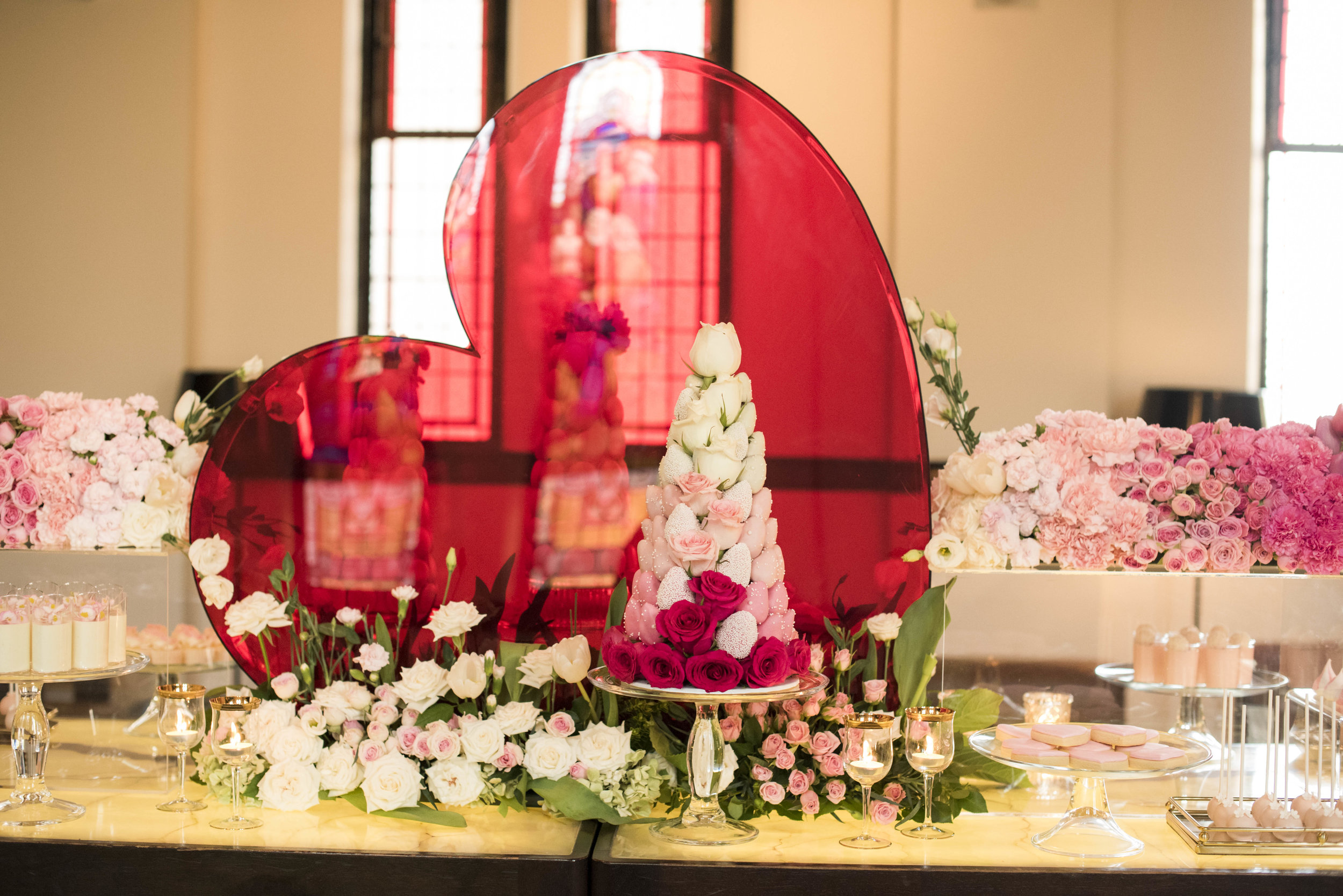 dessert_table_design_styling_red_pink_heart_centrepiece.jpg