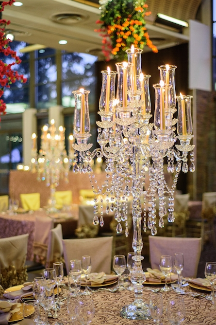 crystal_glass_candelabra_wedding_centrepiece.jpg