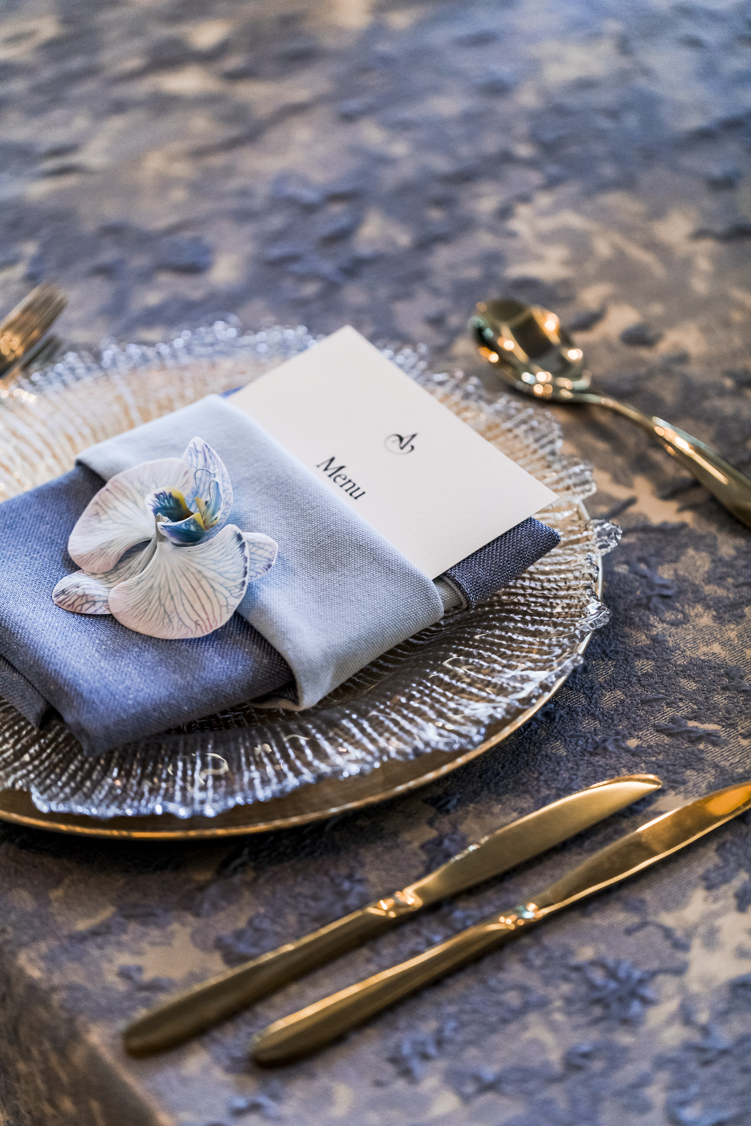 slate_plaster_luxury_linen_wedding_decor_sydney_tablecloth_blue_gold_theme_inlighten_photography.jpg