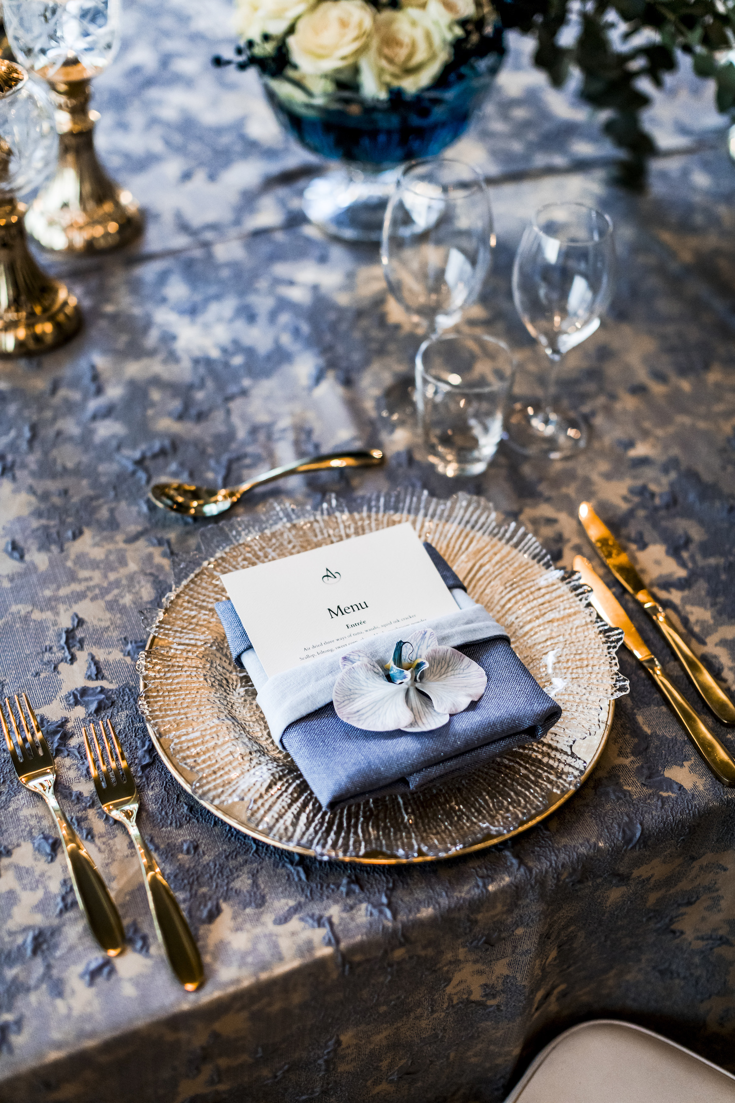 slate_plaster_luxury_linen_wedding_decor_sydney_tablecloth_blue_gold_theme_inlighten_photography_2.jpg