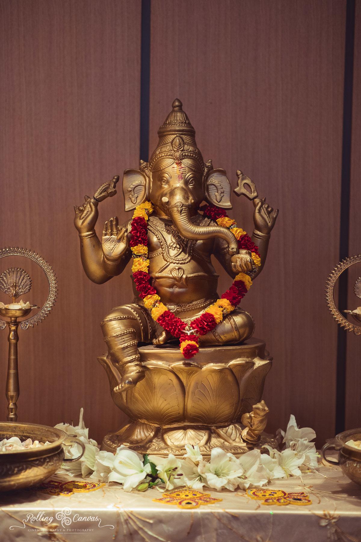 Wedding_Photography_Sydney_Rolling_Canvas_Presentation_Hindu_Ceremony_Mandap_Hyatt_Regency_Floral_Design-57079.jpg