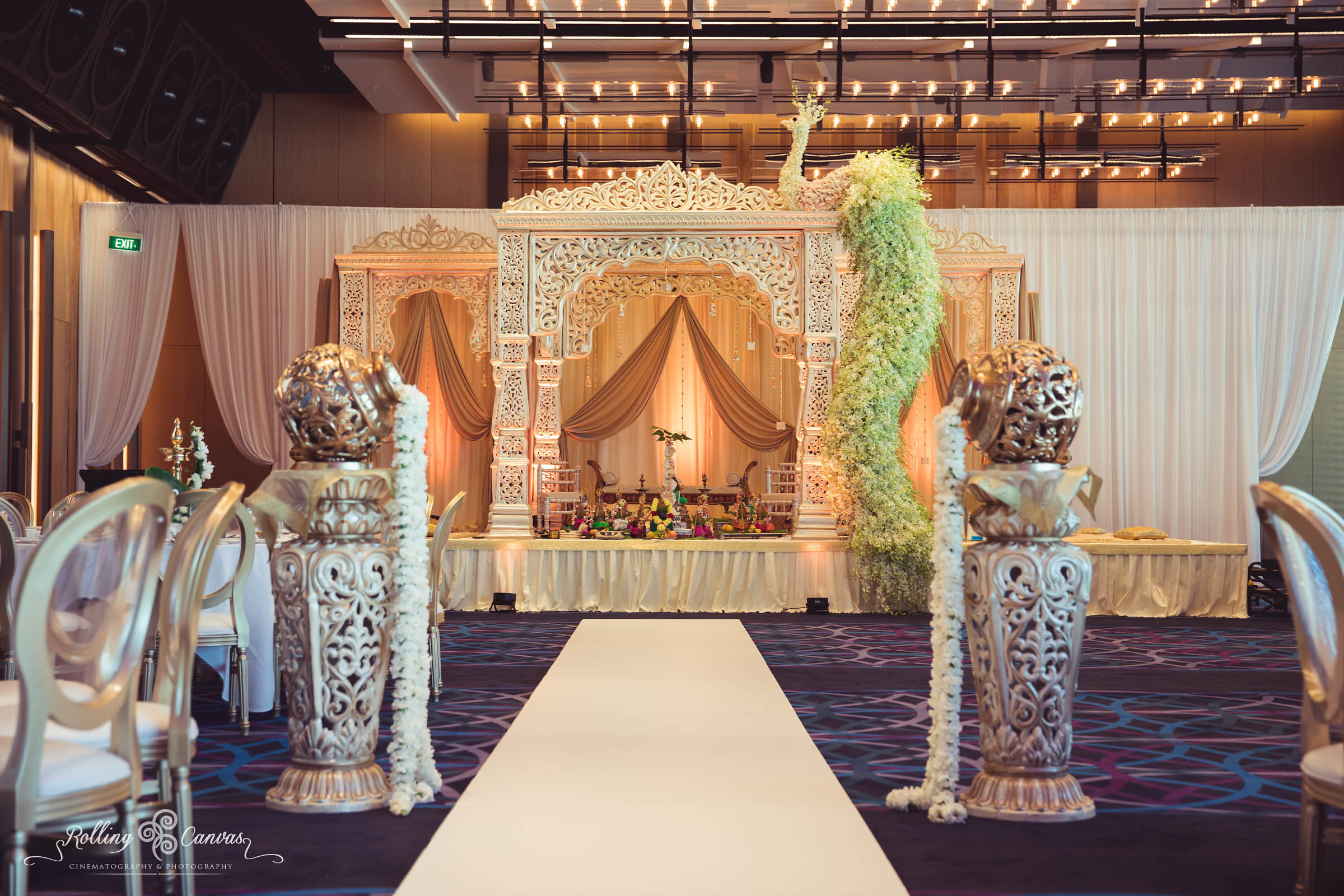 Wedding_Photography_Sydney_Rolling_Canvas_Presentation_Hindu_Ceremony_Mandap_Hyatt_Regency_Floral_Design-57073.jpg