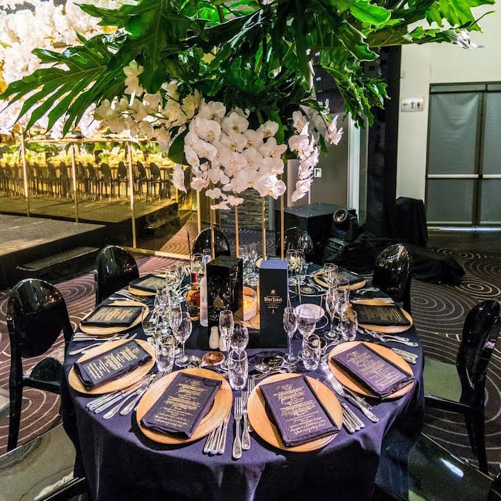 Waterview_flowers_floral_green__white_wedding_centrepiece_black_gold_carly_stand_charger_plates.jpg