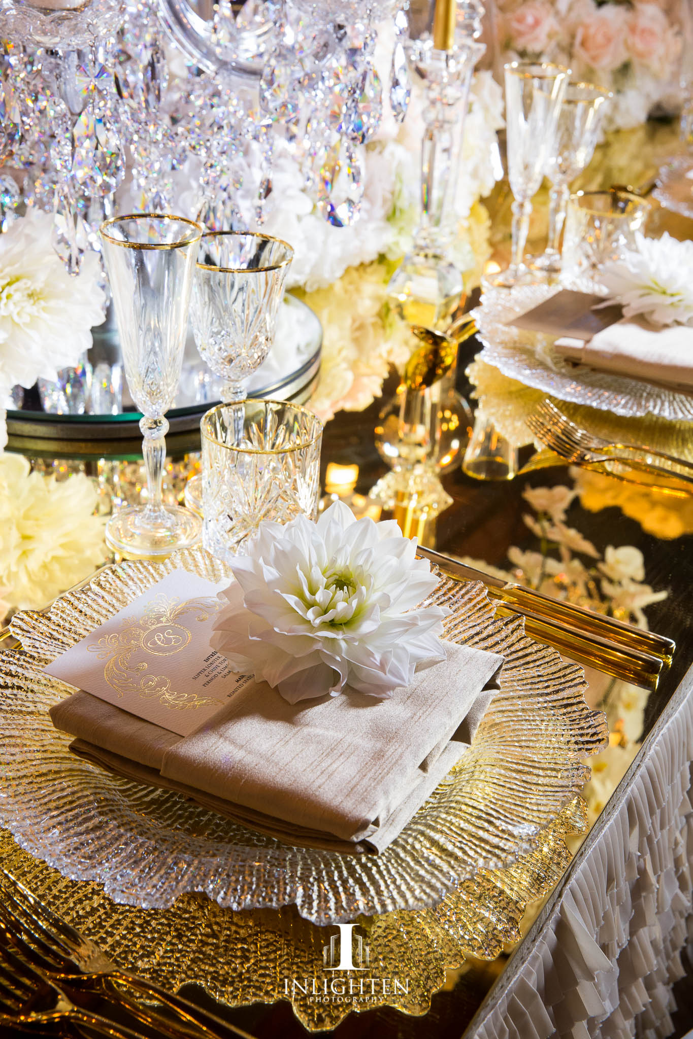 crystal_chargerplates_champagne linen_crystal glasswear_ champagne napkin_gold table top .jpg