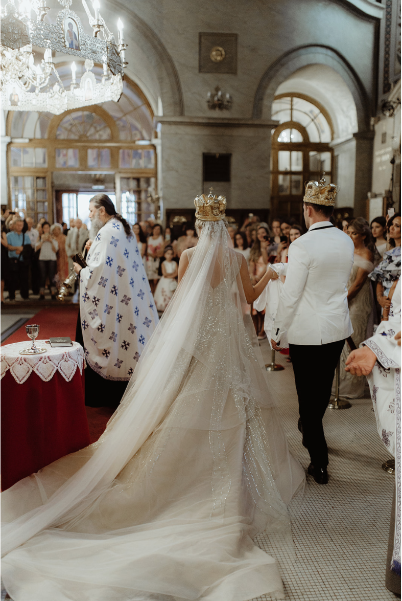 bride_groom_ceremony_crowns_gown.png