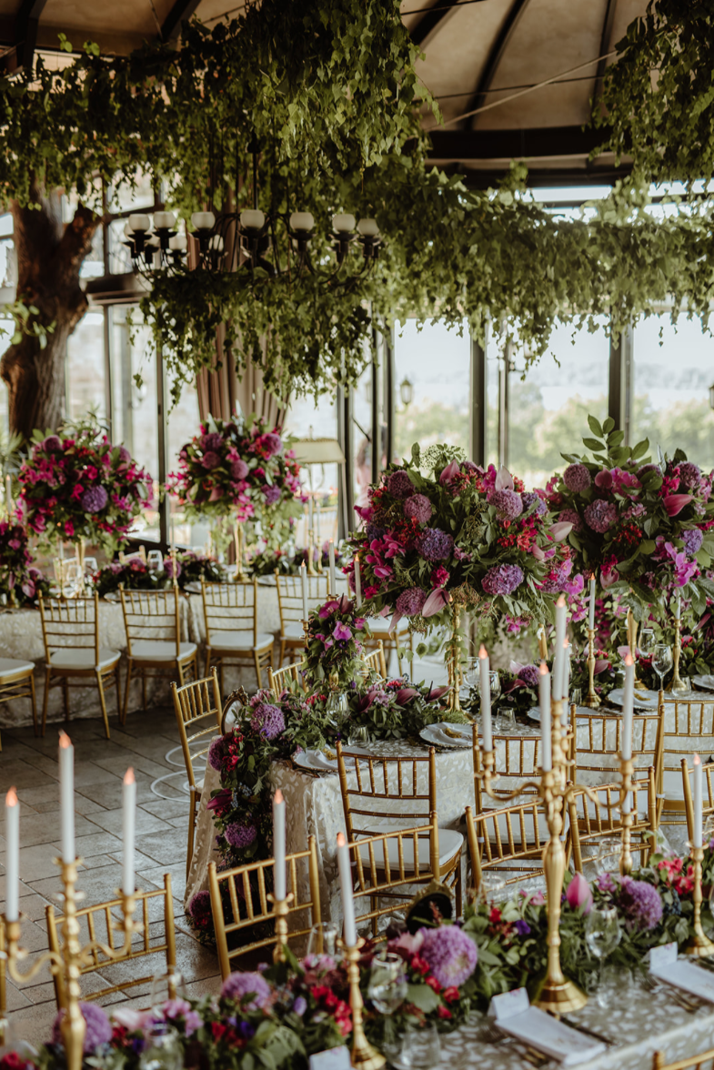 hanging_greenary_gold_candleabra_floral_tablerunner_LED_candles_gold_tiffany_chairs_centrepiece_luxury_linen.png
