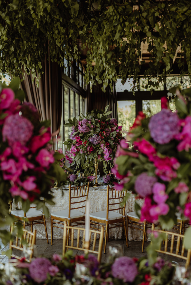 hanging_greenery_centrepieces_purple_deep pink_gold_tiffany_chairs.png