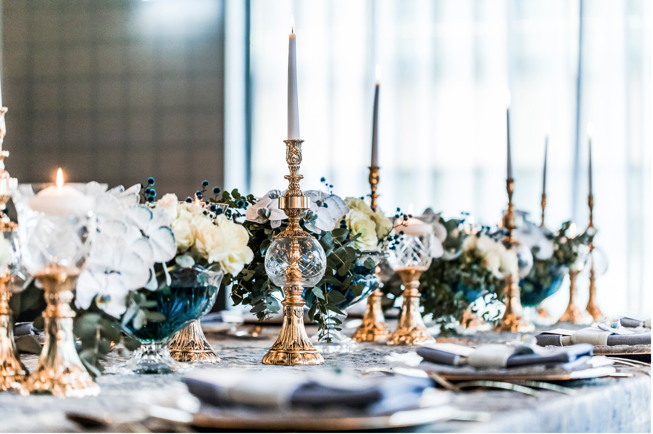 slate_plaster_luxury_linen_wedding_decor_sydney_tablecloth_blue_gold_theme_candles_centrepeice_inlighten_photography.png