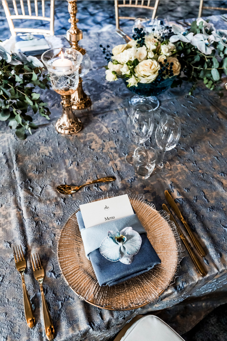 slate_plaster_luxury_linen_wedding_decor_sydney_tablecloth_blue_gold_theme_crystal_glass_flowers_inlighten_photography.png