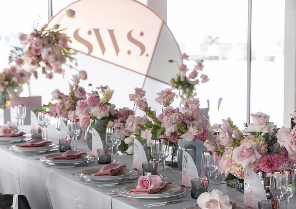 Hire_luxury_linen_sydney_wedding_silver_western_pink_centrepeice.jpg