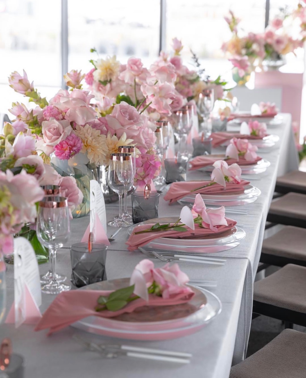 Hire_luxury_linen_sydney_wedding_silver_western_pink_theme_silver_cutley_charger_plates.jpg