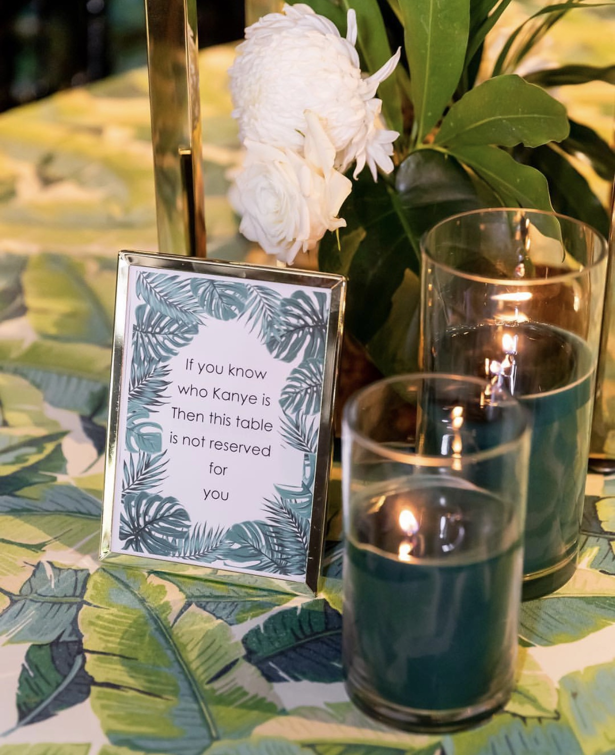 Hire_Palm_spring_luxury_linen_sydney_wedding_event_palm__grren_candles_frame_centrepeice.jpg
