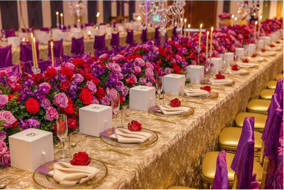 Hire_gold_emma_luxury_linen_sydney_wedding_decor_gold_cutlery_charger_plates_roses.png