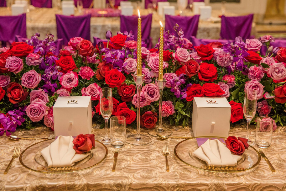 Hire_gold_emma_luxury_linen_sydney_wedding_decor_gold_cutlery_red_roses_gold_candlesticks.png