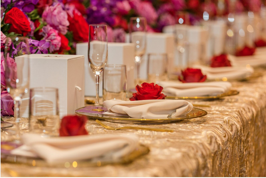 Hire_gold_emma_luxury_linen_sydney_wedding_decor_gold_cutlery_tableware_roses.png