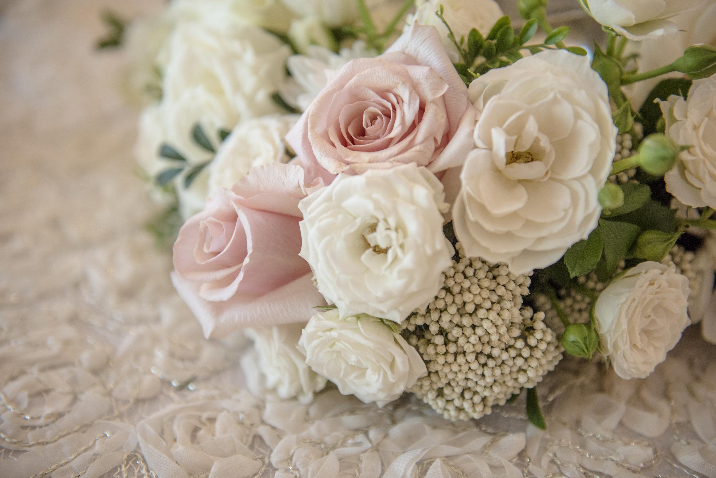 Hire_Ivory_rose_luxury_linen_sydney_wedding_decor_event_Versace_Decor_closeup_flowers_pink_white 2.jpg