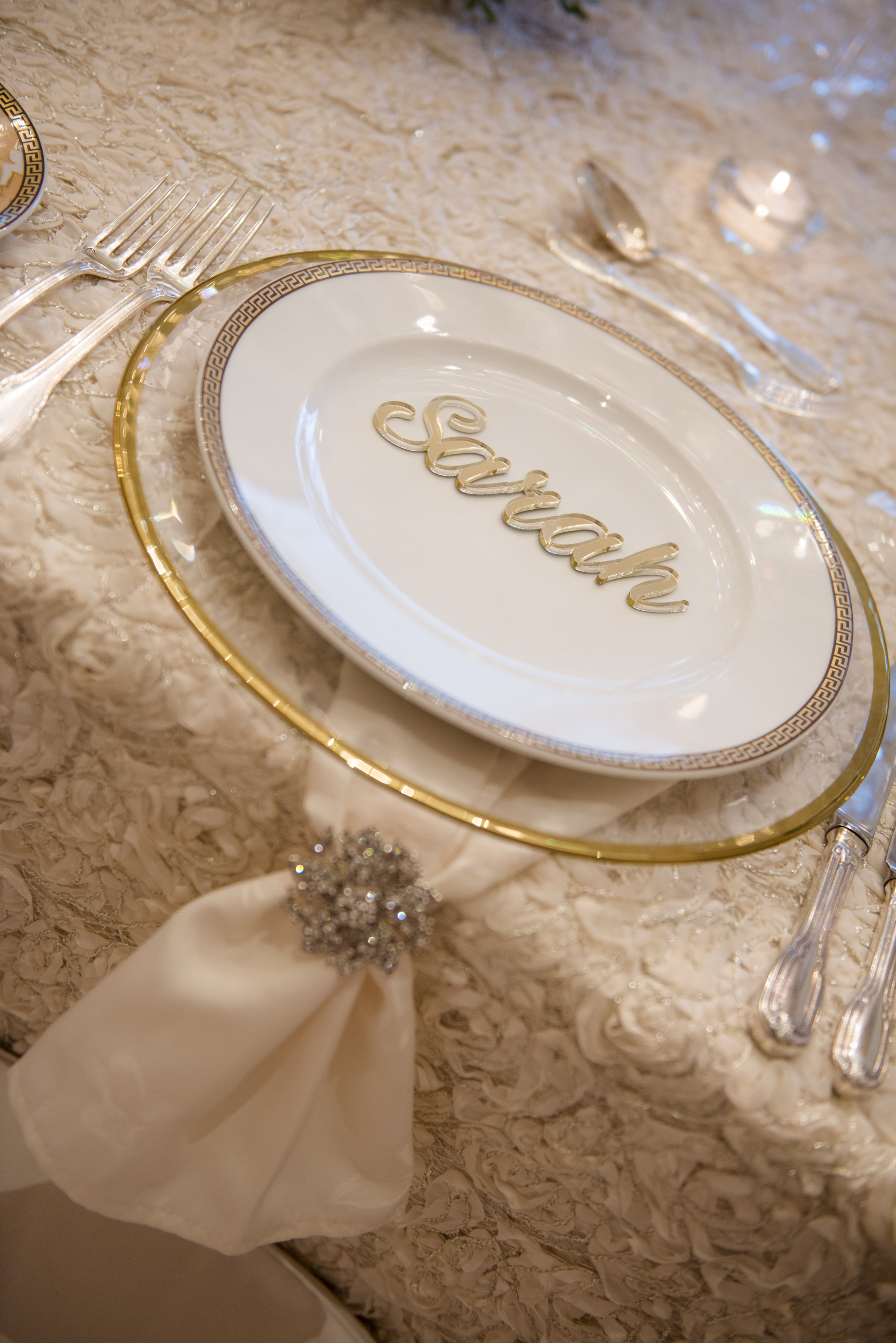 Hire_Ivory_rose_luxury_linen_sydney_wedding_decor_event_Versace_Decor_gold_charger_plate_napkin_ring.jpg