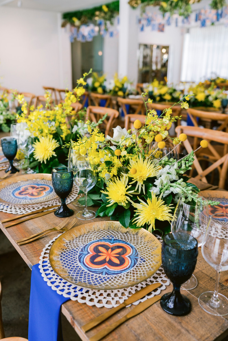 Special_event_activation_event_decor_event activation_positano_theme_gold_charger_plate_yellow_flowers.png